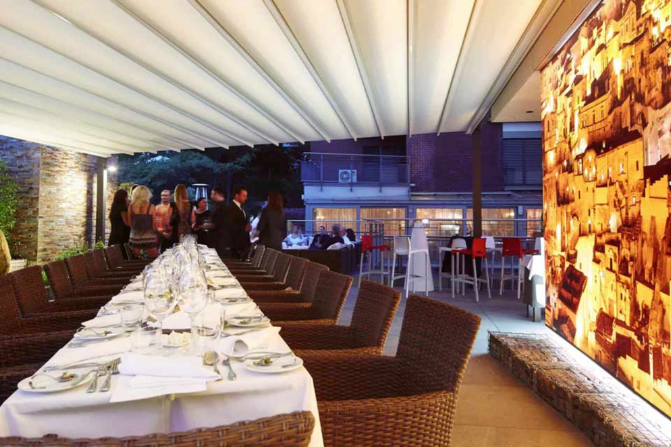 Retractable Roofs and Awnings Generate Profits for Pubs and Hospitality Venues